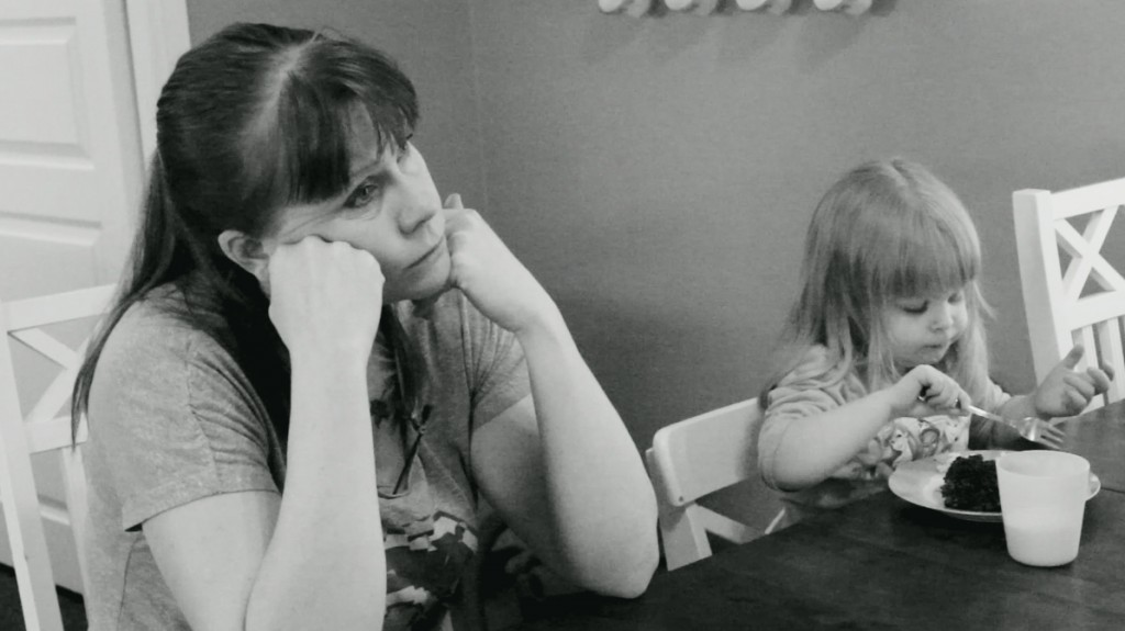 Dokumentista Onni, joka kertoo äitinä olemisen arjesta.