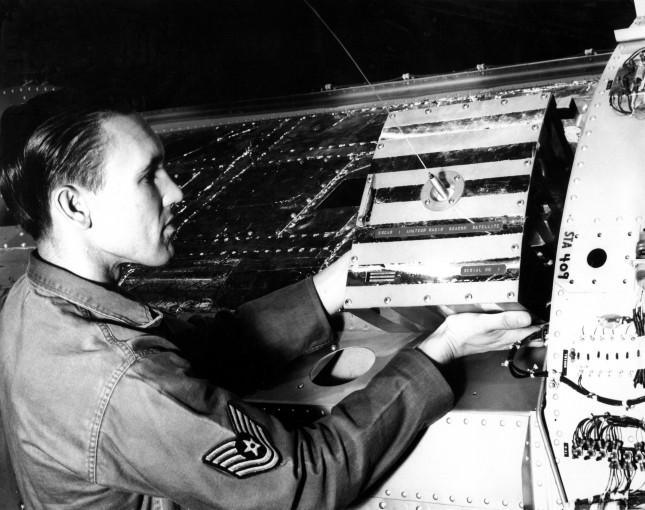 SRAL:n arkisto: Oscar 1 (1962), radioamatöörien ensimmäinen satelliitti.
